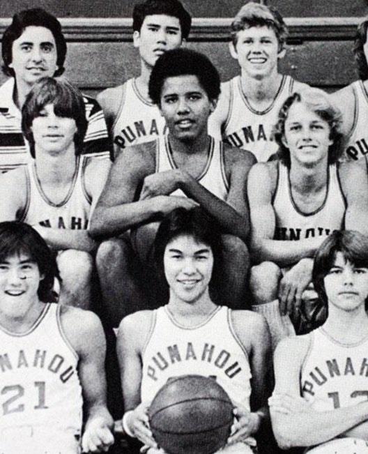 Barack-Obama-en-su-equipo-de-baloncesto-de-la-escuela-secundaria-1